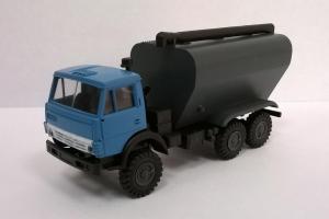 Модель КАМАЗ 4310 в варианте зерновоза.Пр-во MINITANKS.Масштаб 1:87 (НО).