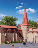 Модель части средневековой стены с круглой башней со шпилем и лестницей в Weil.Пр-во KIBRI.Арт.38915.Масштаб НО (1:87).