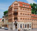 Модель углового жилого дома Eckhaus Markt 1.Пр-во Auhagen.Арт.13334.Масштаб ТТ (1:120).