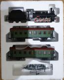 Модель паровоза серии Ов 724 с угольным тендером и 2-мя пассажирскими вагонами.Пр-во мелкосерийное.Масштаб НО (1:87).