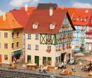 Модель городского здания с пассажем.Пр-во FALLER.Арт.130492.Масштаб НО (1:87).