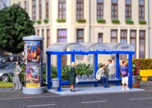 Модель сета автобусной остановки с рекламным столбом и афишами.Пр-во KIBRI.Арт.38142.Масштаб НО (1:87).