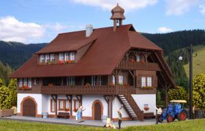 Модель фермерского дома в Шварцвальде (Schwarzwald).Пр-во KIBRI.Арт.38074.Масштаб НО (1:87).