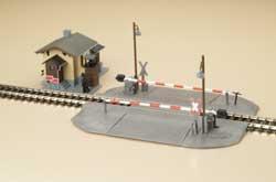 Модель переезда в комплекте с будкой.Пр-во Аухаген.Арт.11345.Масштаб НО (1:87).