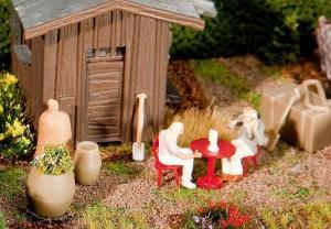 Модель бочек и пластиковой садовой мебели.Пр-во FALLER.Арт.180906.Масштаб НО (1:87).