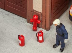 Модель 6-ти огнетушителей,2-х пожарных гидрантов,4-х больших пожарных ящиков.Пр-во FALLER.Арт.180950.Масштаб НО (1:87).