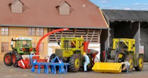 Модель различных приспособлений для сельскохозяйственных тракторов (без самих тракторов).Пр-во KIBRI.Арт.10910.Масштаб НО (1:87).