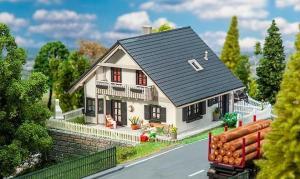 Новинка 2019!Модель отреставрированного дома для одной семьи.Пр-во FALLER.Арт.130640.Масштаб НО (1:87).