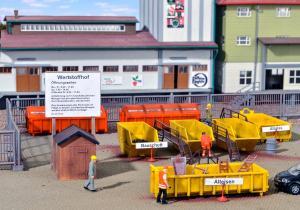 Модели контейнеров и аксессуаров для склада лома металлов.Пр-ва KIBRI.Арт.38155.Масштаб НО (1:87).