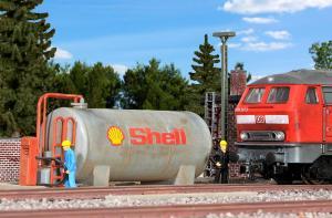 Модель цистерны для заправки ж.д. локомотивов топливом.Пр-во KIBRI.Арт.39430.Масштаб НО (1:87).