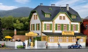 Модель гостевого дома с рестораном и пивным