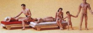 Сет пары на нудистском пляже.Фирма PREISER 10439.Масштаб НО (1:87).