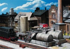 Модель склада для нефти и дизельного топлива с раздаточной колонкой.Производство FALLER.Арт.120157.Масштаб НО (1:87).