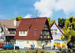 Модель фахверкового односемейного дома.Производство FALLER.Арт.131245.Масштаб НО (1:87).