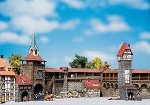 Модель старинных городских стен с башнями (тематика Altstadtmauer-Set).Пр-во FALLER.Арт.130401.Масштаб НО (1:87).