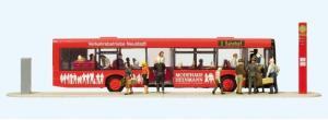Сет модель фигурок тематики городской автобус г.Neustadt марки Solaris Urbino на остановке с отрытыми дверьми и пассажирами,29 фигурок.Пр-во PREISER.Арт.13009.Масштаб HO (1:87).