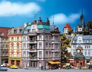 Модель углового крайнего дома улицы Goethestraße 88.Пр-во FALLER.Арт.130918.Масштаб НО (1:87).
