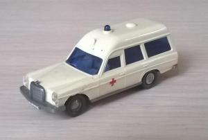 Модель автомобиля MB 200 Ambulanse.Пр-во WIKING.Масштаб НО (1:87).