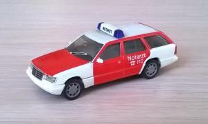 Модель автомобиля MB E 320 Notarzt.Пр-во HERPA.Масштаб НО (1:87).