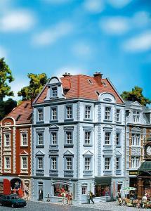 Модель углового дома улицы Goethestraße 63.Пр-во FALLER.Арт.130906.Масштаб НО (1:87).
