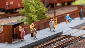 Модель будки ожидания для пассажиров на малой ж.д. станции,и плит перехода через ж.д. пути.Пр-во FALLER.Арт.120219.Масштаб НО (1:87).