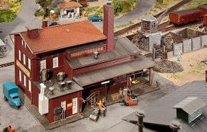 Модель предприятия для торговли углем и брикетами.Пр-во FALLER.Арт.120253.Масштаб НО (1:87).