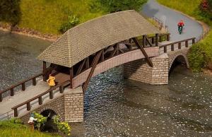 Модель старого деревянного моста с крышей.Пр-во FALLER.Арт.120494.Масштаб НО (1:87).