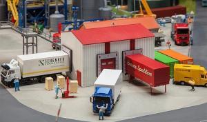 Модель небольшого грузового склада для разгрузки фур.Пр-во FALLER.Арт.130166.Масштаб НО (1:87).
