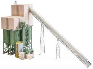 Модель большого склада щебня с бункерами и транспортером щебня.Пр-во FALLER.Арт.130170.Масштаб НО (1:87).