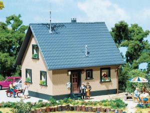 Модель односемейного дома.Пр-во FALLER.Арт.130223.Масштаб НО (1:87).