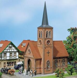 Модель церкви в небольшом городе.Пр-во FALLER.Арт.130239.Масштаб НО (1:87).
