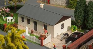 Модель бунгало со скатной крышей.Пр-во FALLER.Арт.130256.Масштаб НО (1:87).