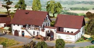 Модель регионального фахверкового дома фермера.Пр-во FALLER.Арт.130372.Масштаб НО (1:87).