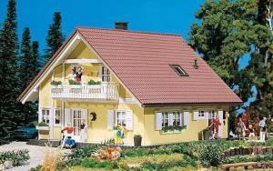 Модель дома Familia.Пр-во FALLER.Арт.130397.Масштаб НО (1:87).