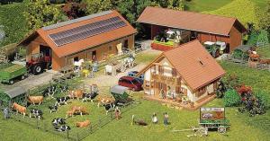 Модель небольшого фермерского хозяйства.Пр-во FALLER.Арт.130520.Масштаб НО (1:87).