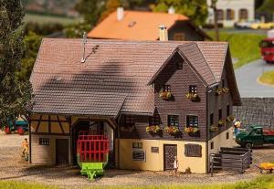 Модель небольшой BIO фермы для животных.Пр-во FALLER.Арт.130548.Масштаб НО (1:87).