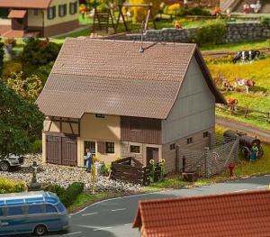 Модель сарая фермера частично с фахверком.Пр-во FALLER.Арт.130557.Масштаб НО (1:87).