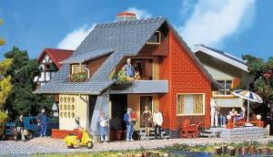 Модель жилого дома с балконом.Пр-во FALLER.Арт.131225.Масштаб НО (1:87).