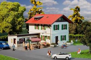 Модель магазина на курорте с жилым домом.Пр-во FALLER.Арт.131273.Масштаб НО (1:87).