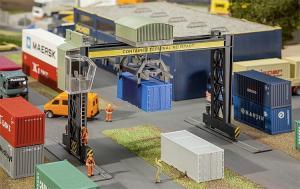Модель небольшого мостового крана для контейнеров.Пр-во FALLER.Арт.131306.Масштаб НО (1:87).