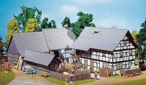 Модель тройного сета деревенского фермерского дома.Пр-во FALLER.Арт.130370.Масштаб НО (1:87).