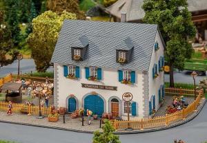 Модель здания Gasthaus Krone.Пр-во FALLER.Арт.130437.Масштаб НО (1:87).