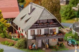 Модель дома для работников Oberprechtal.Пр-во FALLER.Арт.130539.Масштаб НО (1:87).