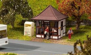 Модель небольшой автобусной остановки в деревне.Пр-во FALLER.Арт.180370.Масштаб НО (1:87).
