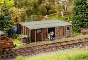 Модель строения типа склада,сделанного из 2-х грузовых вагонов.Пр-во FALLER.Арт.180384.Масштаб НО (1:87).