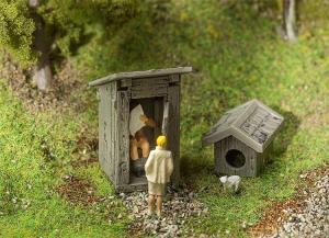 Модель деревенского туалета и собачей будки.Пр-во FALLER.Арт.180396.Масштаб НО (1:87).